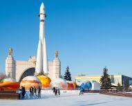 Moscou - Pavillon du Cosmos à VDNKh - Exterieur avec fusée