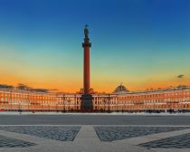 Shutterstock © Saint-Pétersbourg - Panorama - Place des Palais - Colonne d_Alexandre.jpg
