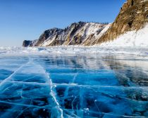 Dreamstime - Voyage au Baïkal - Lac Baïkal glacé en hiver