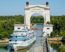Volgograd - Canal Volga-Don Arche © Shutterstock