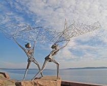 Voyage Petrozavodsk - Sculpture de pêcheurs sur le quai du lac Onega