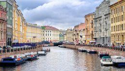 Saint-Pétersbourg - Vue au-dessus de rivière de Moïka