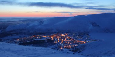 Voyage Russie, Péninsule de Kola, Kirovsk - Vue panoramique de Kirovsk de nuit