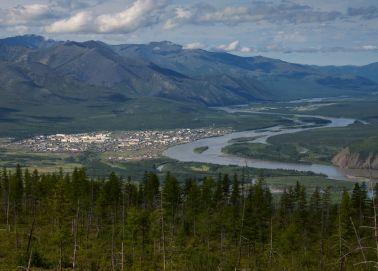 Vue aérienne du village d'Ust-Nera