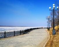 Quai le long du fleuve Amour