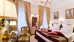 Hotel Saint-Pétersbourg - Golden Triangle